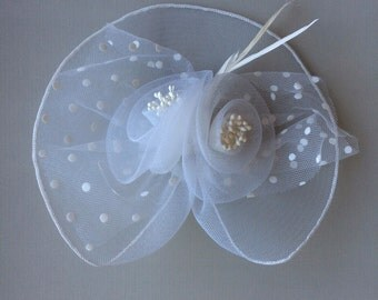SINAMAY FASCINATOR , with Feathers, Off White  /  F - 53