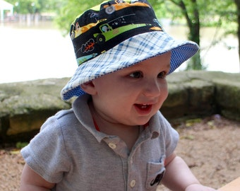 Bucket sun hat for toddlers, reversible with airplanes and cars