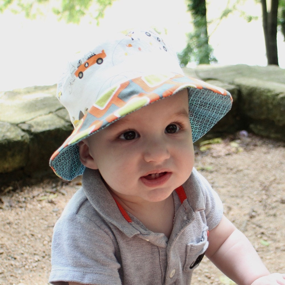 Busy boys who love to play outside need a protective sun hat that looks and feels awesome. Our boy's sun hats come in a variety of styles and colors to meet the needs of active, outdoor-loving boys who know how to get outside and go, go, go.