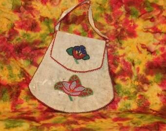 SALE! Vintage Native American bag, Vintage Indian Bag, Vintage Indian pouch, Medicine Bag, Iroquois medicine bag, Vintage tobacco pouch
