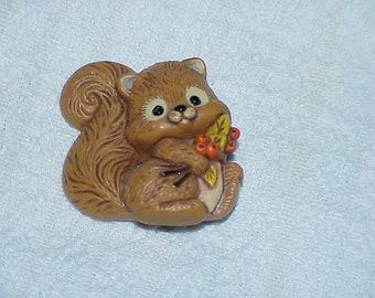1982--Vintage--Hallmark--SQUIRREL--Pin