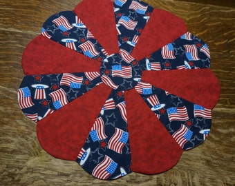 """21"""" 4th of July Table Topper Reverses to Fall Apple Print"""