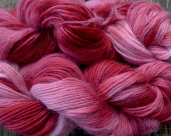Pure wool yarn Iceland bulky weight, hand dyed red and pink