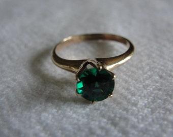 Vintage 10k gold emerald solitare size 5