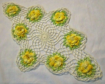 Vintage Crochet Doily, Yellow and White Doily, Vintage Doily, Doily with Flowers, Flower Doily