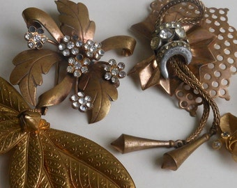 Vintage Deco rhinestone brooches flowers signed Richelieu earrings Art Deco brass pins