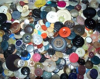 Bulk Lot, 500 Vintage Buttons, Color Mix, Lot V3 (Free US Shipping)