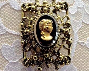 Unique Vintage Black & Goldtone Glass Cameo Pin Brooch