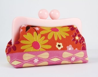 Resin frame clutch bag with removable chain strap - Retro flowers in pink - Awesome purse / Melody Miller / Vintage inspiration / orange