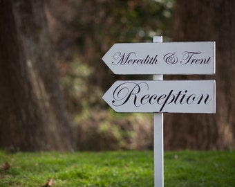 DiReCTioNaL WeDDiNg SiGnS - CuSToM WeDDiNg SiGn - ClaSSiC Style LeTTeRInG - Custom Wedding Arrow Signs - 4ft Stake - Pick Your Phrases