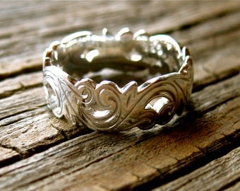 Vintage Styled Wedding Band in Sterling Silver with Floral Motif and Scrolls Glossy Finish Size 5
