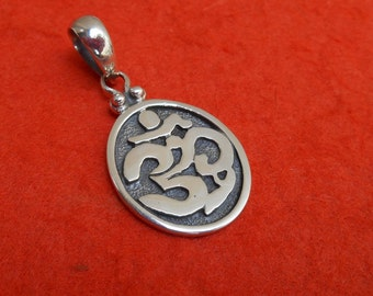 Balinese sterling Silver Om Mantra oval pendant charm / silver 925