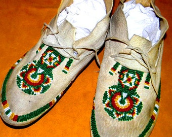 """Vintage Antique Native American Indian 9 3/4"""" Beaded Moccasins"""