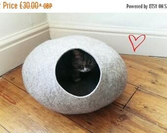 Summer SALE Cat Cave / cat bed - handmade felt - Grey - S,M,L,Xl + free felted balls