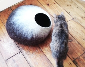 Cat Cave/ cat bed- handmade felt- The Mochaccino - S,M,L, Xl + free felted balls