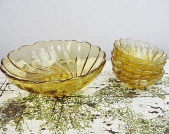 Vintage Seashell Amber by Hazel-Atlas Glass bowl set