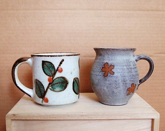 Vintage Pair of Ceramic Mugs or Cups in Handmade Grey and White 70s Flower Leaf Nature Organic Down to Earth for Coffee or Tea.