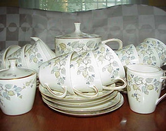 Antique tea/coffee set    VIGNETTE  Krautheim K&A  Selb Bavaria  Tea pot+sugar bowl+ creamer+   cup/saucers