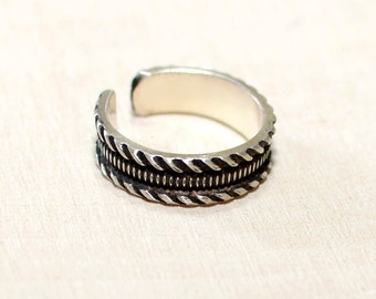 Silver Toe Ring with Modern Geometrical Pattern and Antiqued Patina for Contrast in solid 925 Sterling Silver - TR705