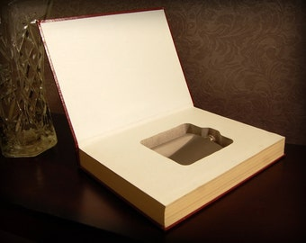 Hollow Book Safe & Flask (Ultimate Healing: World's Greatest Treasury of Health Secrets)