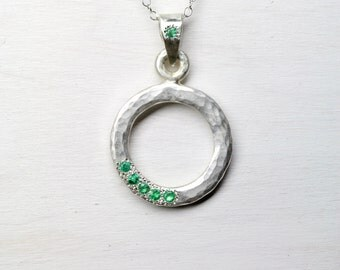 Hammered Silver Emerald Circle Necklace Festive Green White Winter Holidays Evergreen Round Rustic Pendant - Beryl Wreath