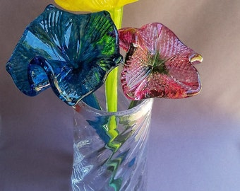 Hand Blown Art Glass  Clear Optic Pattern Vase With 3 Glass Flowers