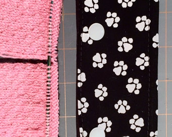 Animal Paws print in Black and White Circular Needle Pocket Pouch