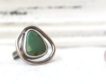 Oxidized Sterling Silver Ring with a freeform Turquoise Gemstone - Jewelry 925 - Size 7.5