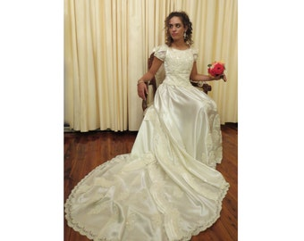 Vintage Handmade Ivory Off White 80s 90s Exquisite Wedding Gown Dress with a Long Train