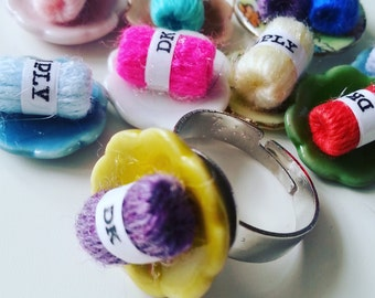 I LOVE KNITTING, Choose colour, adjustable ring, on ceramic plate, real mini ball of wool, knitting wool, by NewellsJewels