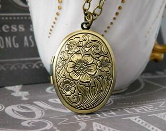 Oval Flower Antique Locket Necklace Bohemian Flower Locket Pendant Oval Locket Victorian Pearl Drop Floral Locket Vintage Gold Photo Locket