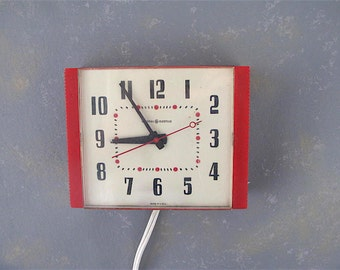Vintage Kitchen Wall Clock, electric, red, diner, retro, GE, plastic