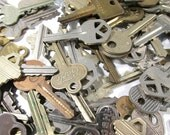 100 Keys VINTAGE Keys One Hundred (100) Vintage Keys Assorted Lot Rusty Shiny Steampunk Assemblage Art Jewelry Supplies Mixed Media (L136)