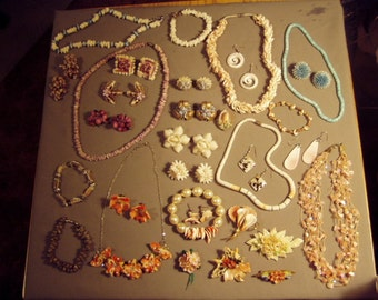 Vintage Lot Sea Shell Costume Resort Jewelry 7 Necklaces 5 Bracelets 14 Pairs Earrings 6 Pins 8488