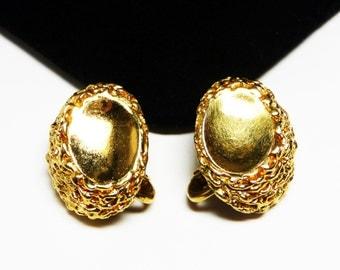 Crown Trifari Classic Goldtone Earrings - Clip on Style with Chain Style Design - 1960's - 1970's Vintage