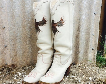 VTG 80s Cowboy Cowgirl Boots Ecru Suede with Feather Eagle Inlay Womens sz 7