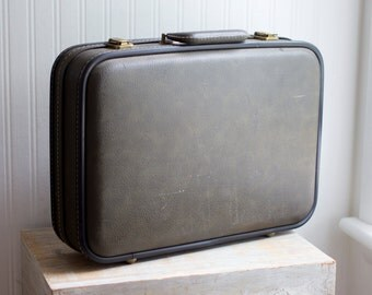 Vintage 1950's Suitcase, Mid Century Luggage, Mens Travel Case, Hard Carry on Bag, Overnight Bag Case, 1950's Prop, Set Design
