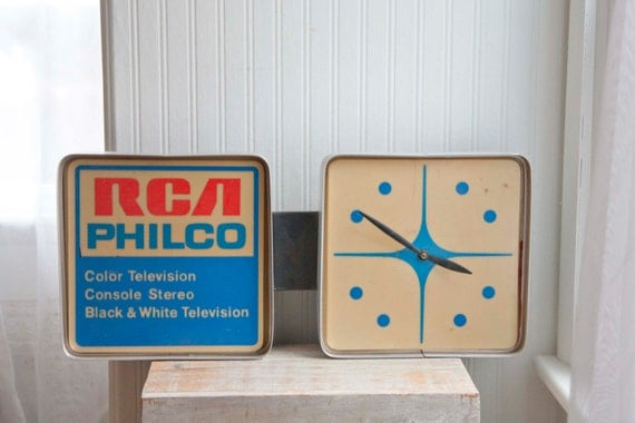 A Graphic Light Box And A Mid Century Dresser Turning The: Vintage Sign RCA Philco Electric Light Up Atomic Clock