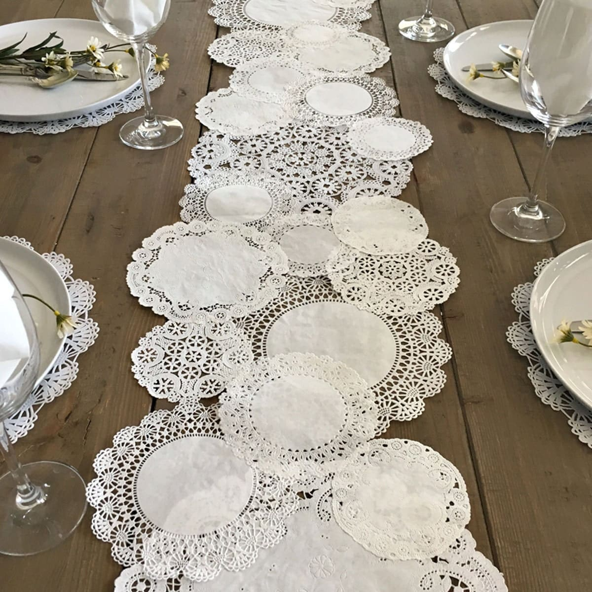 PRETTIE TABLE RUNNER Shabby Rustic Paper Doilies Diy