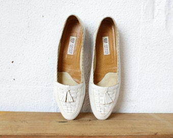 Gucci Loafers 7 • Tassel Loafers • 80s Shoes • Gucci Shoes Made in Italy • White Leather Loafers • Vintage Gucci • Designer Shoes  | SH338