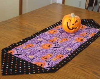Reversible Halloween Table Runner with Jack-o-Lanterns, Holiday Runner, Kitchen Decoration, Halloween Table Decor