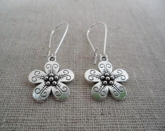 Silver Flower Earrings - Boho Chic Flower Earrings - Simple Everyday Silver Earrings
