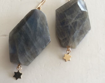 Sjans gold (goldfill) eaarings with labradorite and gold star