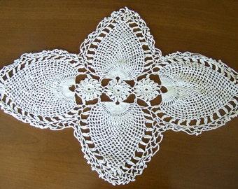 Vintage Doily Pineapple Crochet Centerpiece Pineapple Doily Crochet Scarf Linens 1960s