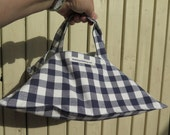 Pie carrier,  perfect hostess gift, stocking filler for a woman - blue gingham