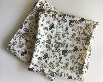Vintage FLORAL Queen Size Pillowcases // Set of 2
