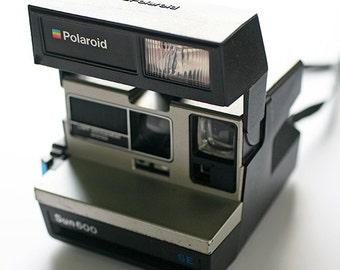 Vintage Camera - Polaroid Sun 600 with Camera Bag - Autofocus Camera with Flash 1980s