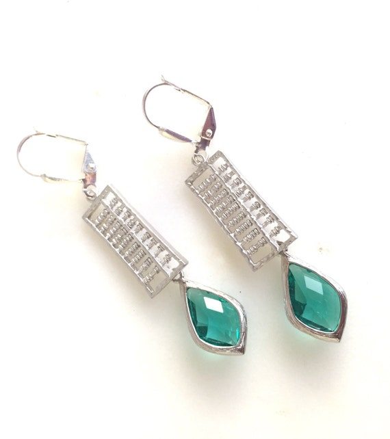 Emerald Green Jewel Dangle Earrings in Silver. Emerald Drop Earrings. Drop. Fashion Earrings. Gift.