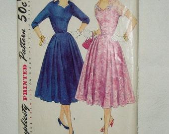 Vintage Simplicity Pattern, Misses' Dress w/ Detachable Collar, 1092 Size 18