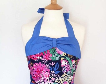 Retro apron with bow, circle skirt, pink floral pattern on a blue fabric, 1950s inspired.